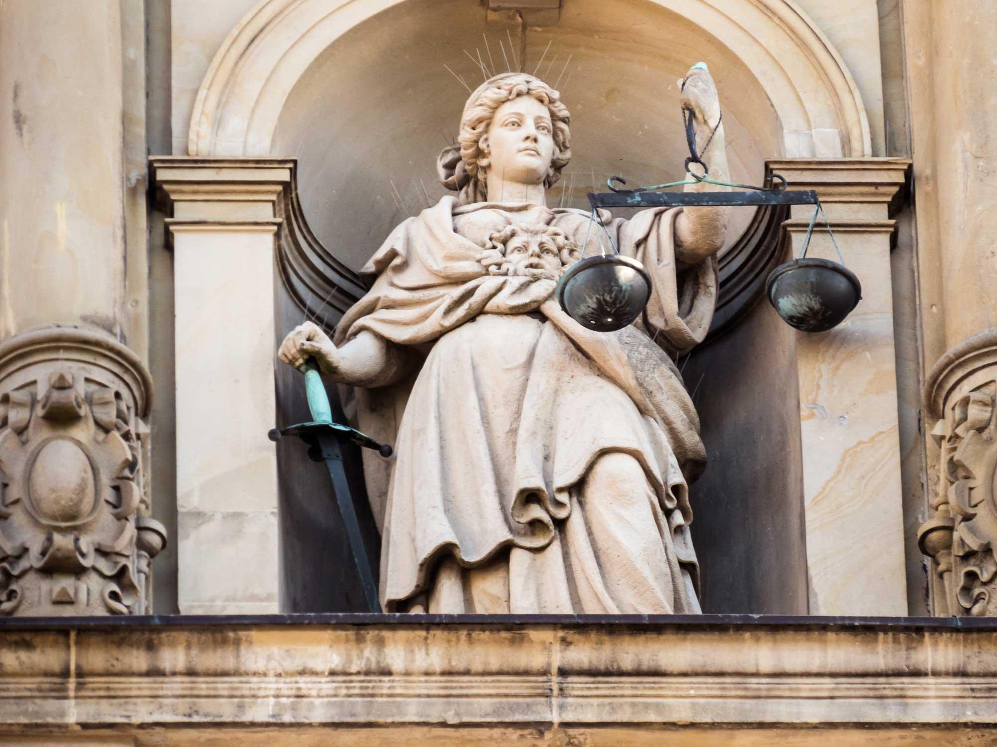 justitia våg